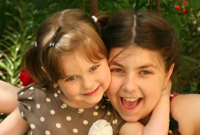sisters-781101_640.jpg