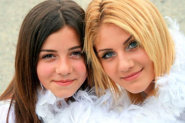 sisters-811639_640.jpg
